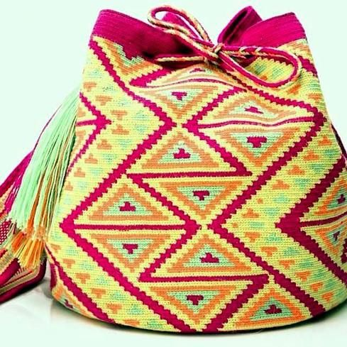 Triangles Way Mochila Wayuu http://www.caritocaro.com/triangles-way/
