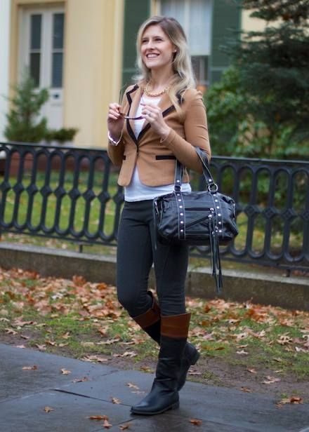 Perfect outfit with a two-toned boots!