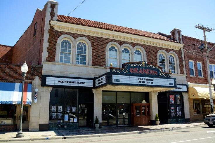 Movie theatres roanoke va