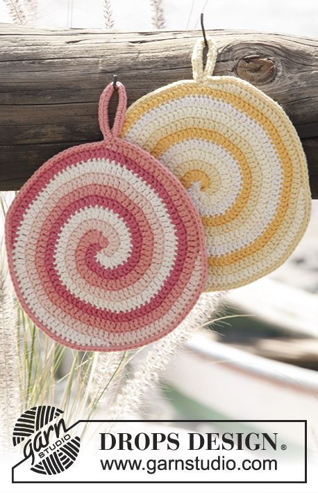 Crochet DROPS pot holder with stripes and spiral in Paris. Free pattern by DROPS Design.