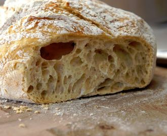 Kalljäst bröd i gjutjärnsgryta