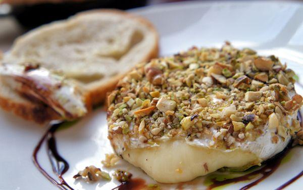 mobili600_4  Camembert em crosta de castanhas com mel