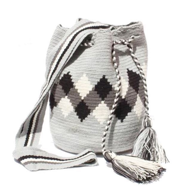 For this #SweaterWeather #WayuuBags - #fairtrade #handmade #ethicalfashion #artisans #Colombia #crossbodybags