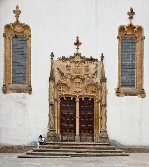Foto: Puerta ornamentada en la Universidad de Coimbra, Jose Fuste Raga/Corbis - via Revista Viajar #Portugal