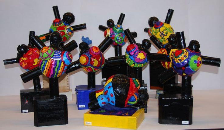 Lustige bunte Nanafiguren nach Niki de Saint Phalle