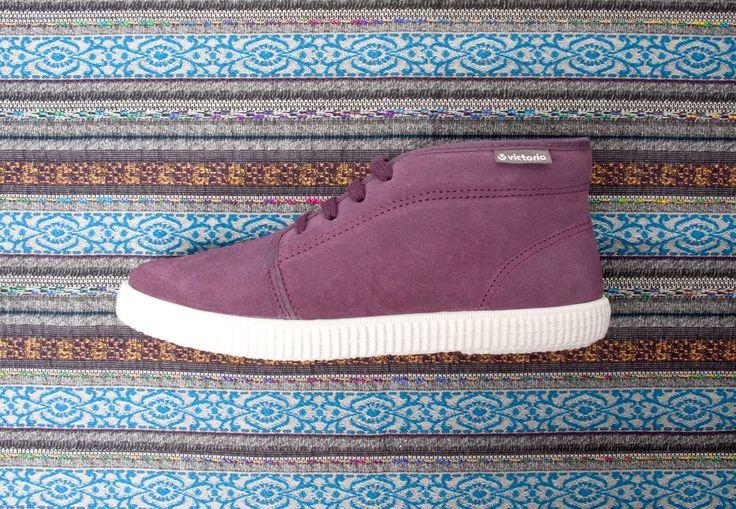 06760 Split Leather Chukka. Prune