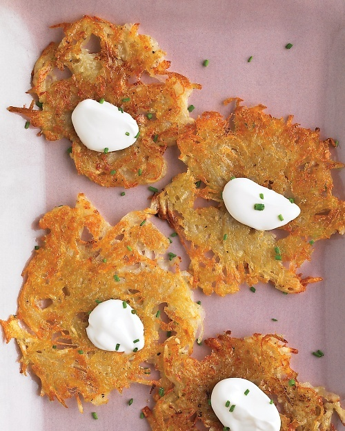 Potato Pancakes - Martha Stewart Recipes 2 medium peeled russet potatoes 1 teaspoon coarse salt 1/4 teaspoon ground pepper 2 teaspoons vegetable oil Sour cream and chives (for serving) Apple Sauce (for serving)
