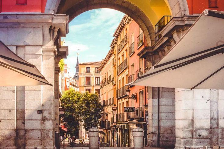 ¿Planeas una escapada a Madrid de fin de semana? ¿Te preguntas qué ver? ¿dónde comer? ¿dónde dormir? Respondemos a estas preguntas en la Guía de Madrid.