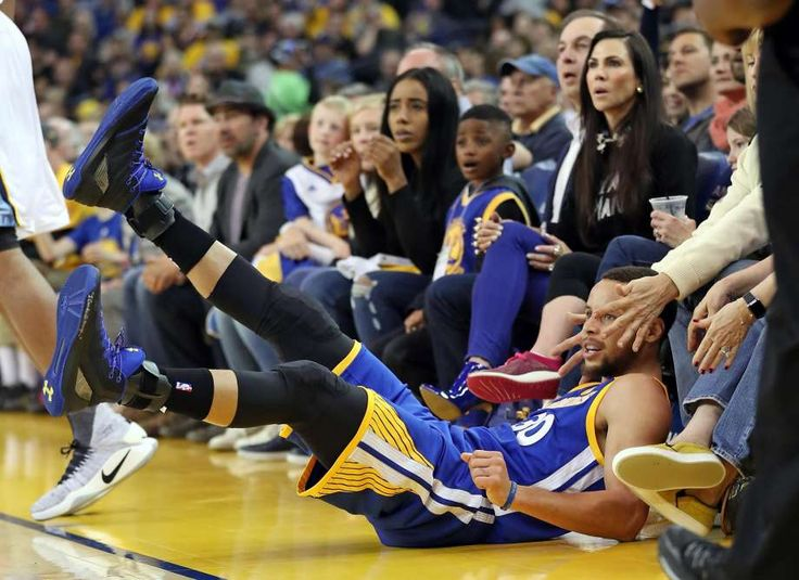 Warriors Grind Out Win Over Grizzlies; Pushes Win Streak to Seven Posted: Mar 26, 2017 Warriors completed an undefeated two-game homestand with a 106-94 victory over Memphis Grizzlies on Sunday night. Klay Thompson led all scorers with 31 points, Stephen Curry notched a double-double with 21 points, 11 assists, while Andre Iguodala was brilliant off the bench, totaling 20 points along with 7 rebounds and 4 assists. Golden State improves to 59-14.