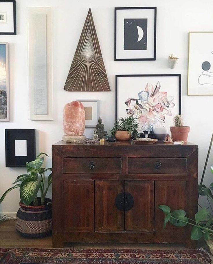 MOVING SALE DETAILS! This Saturday the 21st from 11am-4pm at Lily Ashwell @lilyashwell on Rose Ave. There will be some furniture, wall art, plants, pillows, ceramics, lighting, baskets, curtains, etc. The sale is cash or venmo only, we will NOT have a credit card machine! Come say hi! P.S. Whatever doesn't sell on Saturday will go up on @francesloom_yardsale for those of you not in LA
