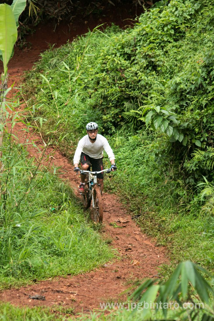 Track Turunan S di jalur pipa gas mountain bike park BSD, selamat bersepeda gunung, sehat dan tetap semangat.  post by http://www.jpgbintaro.com