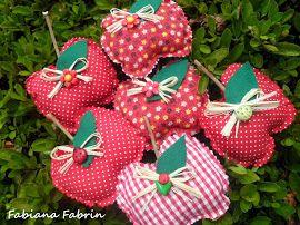 Fabiana Fabrin: Corações, luvas, toalha, maçãs, porta tesoura!