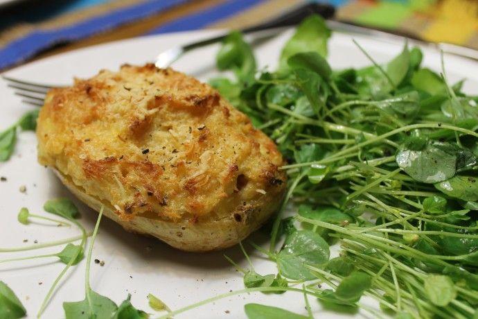 Batatas assadas com recheio cremoso de frango, queijos cottage e ricota e ervas | Fingos e Funghis #receita #saúde