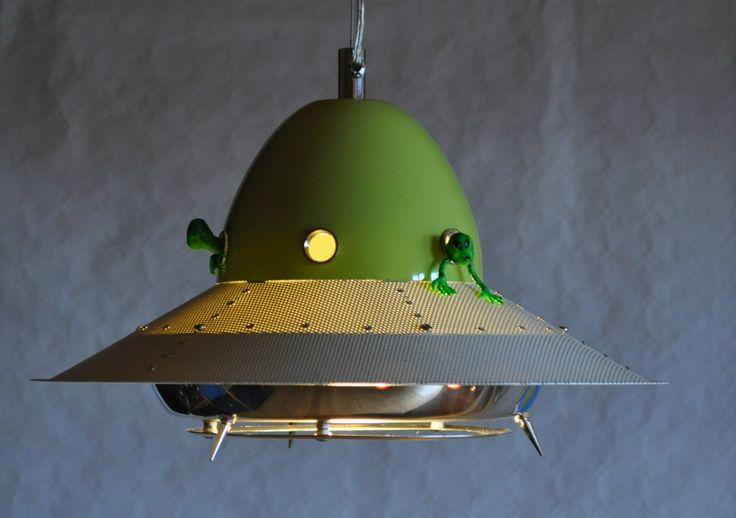 Alien kjøkkenlampe - www.artbypeo.com