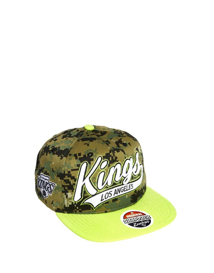 €13, Gorra Inglesa de Camuflaje Verde Oscuro de Zephyr. De Asos. Detalles: https://lookastic.com/women/shop_items/75321/redirect