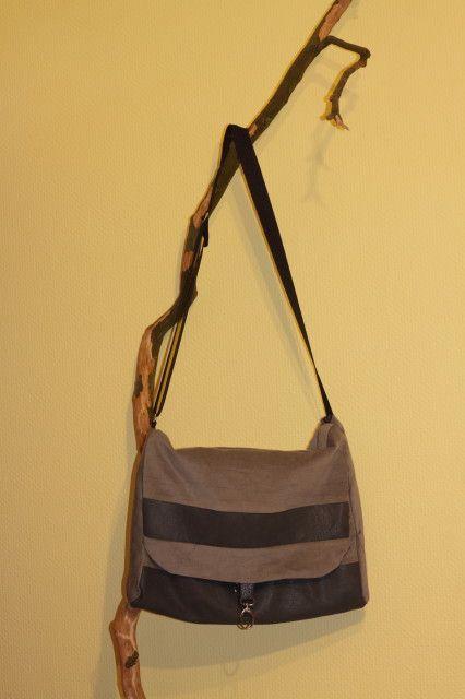 Borse in pelle e stoffa per divano Leder Taschen kombiniert mit Polsterr stoffe.