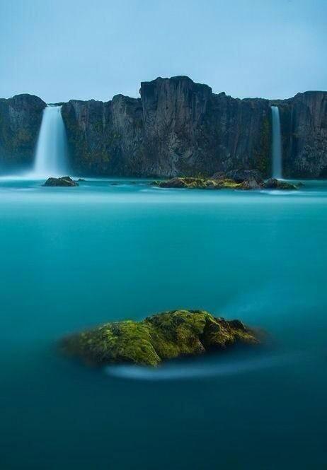 Cascadas de los dioses en Islandia. pic.twitter.com/xnFJCxYkh7