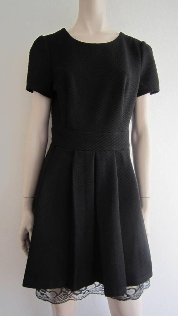 Little black dress van Ivivi.  Low budget indruk maken.  Maat L. (verkocht)