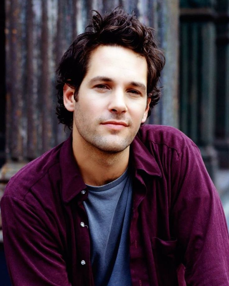 I seriously think Paul Rudd is one of the most beautiful-looking men I have ever seen. I could stare at his face all day.
