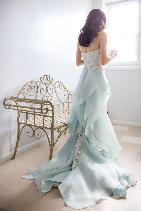 """素肌の透明感がUPする魔法の色。記憶に残るweddingドレスは""""サックスブルー""""で   by.S"""