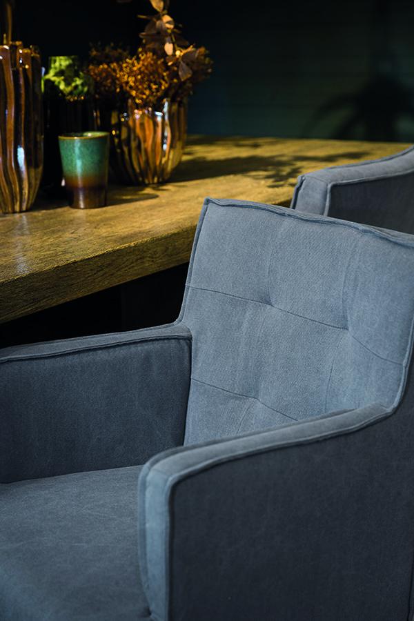 De eetkamerstoelen van PTMD zijn een stijlvolle aanvulling voor je interieur. De grijze eetkamerstoel heeft een landelijk uitstraling!