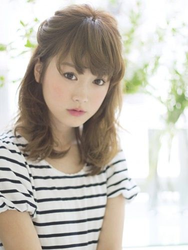 ふんわりねじりヘア☆ オフィスのヘアスタイルルックのまとめ♡ 髪型・アレンジ・カットの参考に。