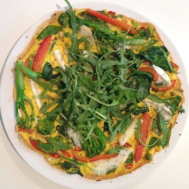 The Body Coach: 2 eggs, red pepper, broccoli, mange tout, rocket & goats cheese! #leanin15