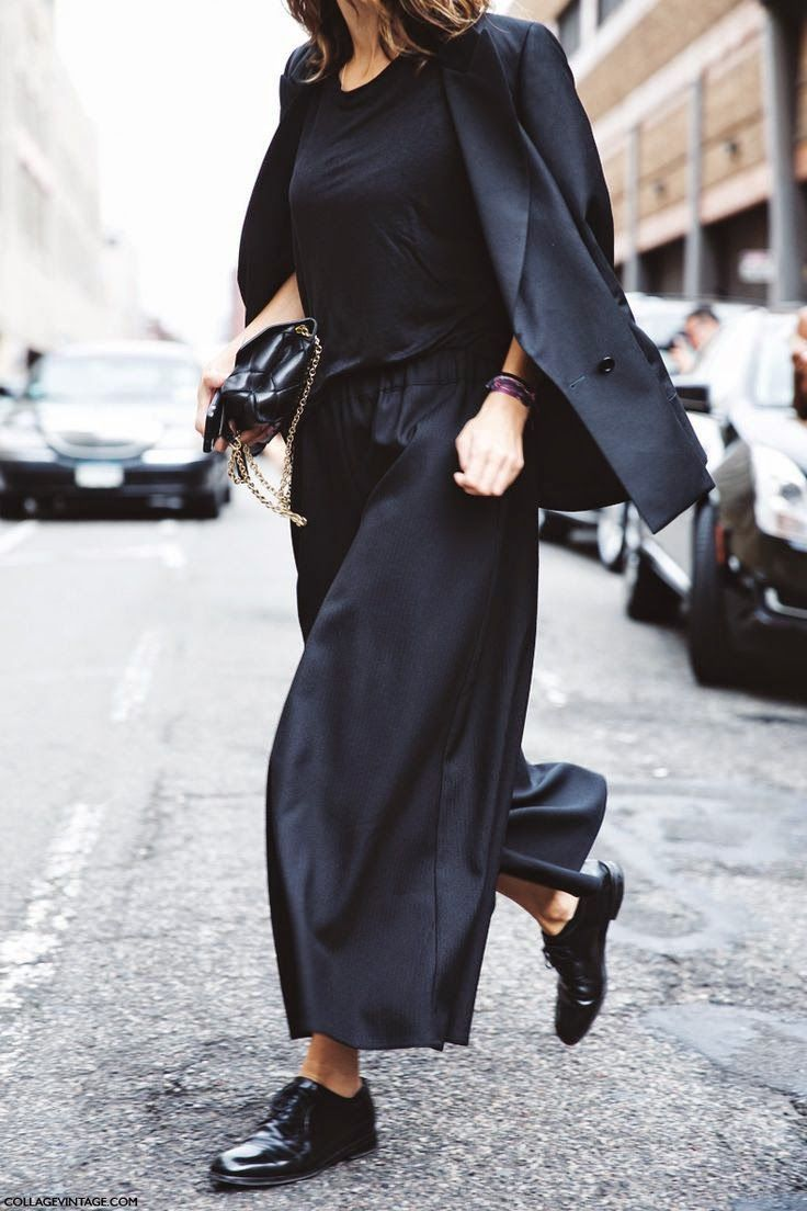 全身黒のコーデ術。素敵な40代の着こなし術♡アラフォー ジョーゼットスカーチョおすすめコーデ術です。