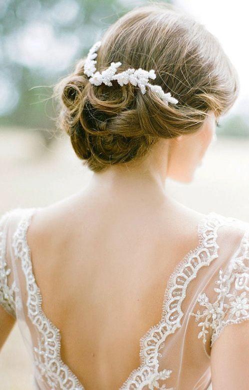 10 peinados para novias con pelo largo | 6. Recogido bajo