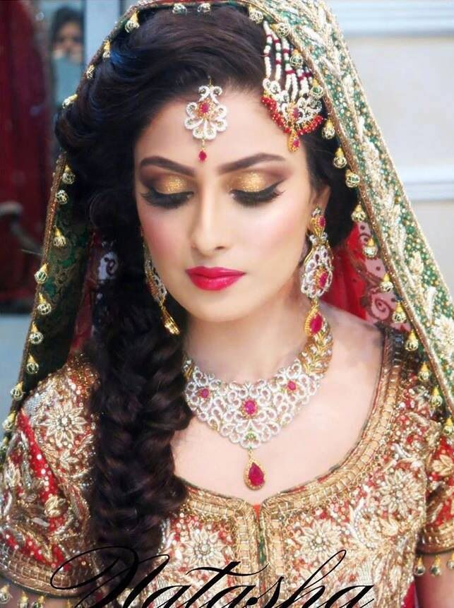 Ayeza Khans Wedding Photos Gold Glitter Eyes