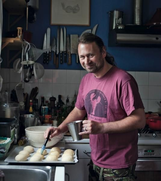 Justin Gellatly is one of Britain's best bakers. His new book, Bread, Cake, Doughnut, Pudding, contains over 150 recipes for baked bliss, including savoury and sweet, and hot, warm and cold recipes. He will be answering your questions on 27 May, so be sure to submit any baking queries before then. http://www.gransnet.com/forums/webchats/1207166-Bread-cake-doughnut-pudding-Baking-Q-A-with-Justin-Gellatly