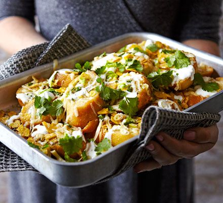This easy side dish is sure to disappear quickly. Layer up garlic bread, cheddar, tortilla chips, spring onions andbake until melted. Serve with guacamole