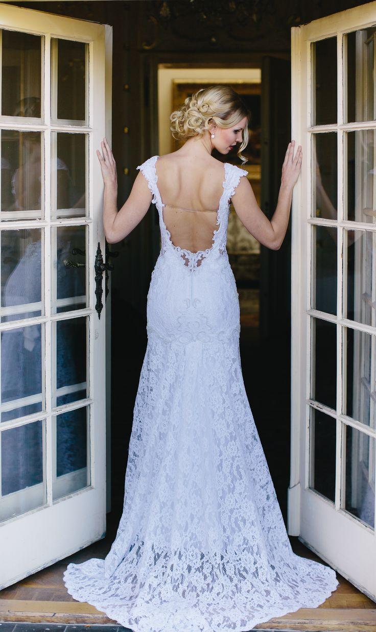 Krajkové svatební šaty značky IvaDias.