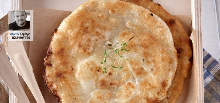 Μια λεπτή πίτα διάσημη σε όλη την Κρήτη, για τη νοστιμιά και την απλότητά της. Γεμίζεται με μυζήθρα ή κάποιο άλλο μαλακό τυρί και ψήνεται στο τηγάνι με ελάχιστο λάδι σε μέτρια φωτιά.
