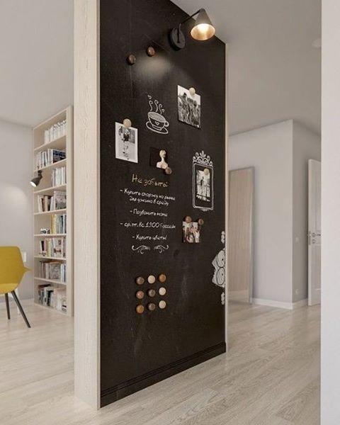 ✒️ How cool! Op een muur met krijtverf hoef je je natuurlijk niet te beperken tot alleen maar teksten! #krijtbord #inspiratie #interieurinspiratie #pinterest