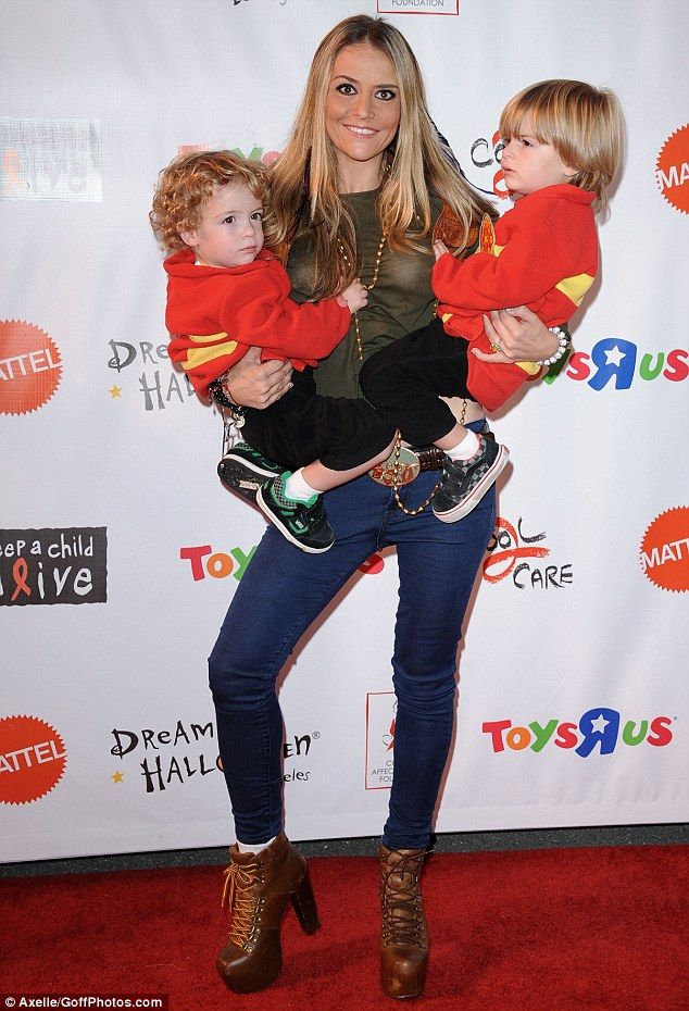 Denise Richards Treats Daughters Sam And Lola To Lunch After