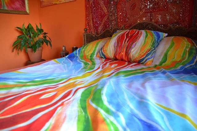 Energetic sheets with Adriana Karima's paintings – PASSION Swathed in colors, you are bound to wake up with new energy. The choice of colors is meant to invite you to play and to relax in comfort. Fabric, Microfiber 80gr/qm2, very nice to touch and comfortable in use. Breathable, non-staining. Ideal for allergic people. Available in two sizes: 140 x 200 with 1 pillow cover 50 x 60 – 169 zł 160 x 200 with 2 covers, 60 x 70 – 189 zł