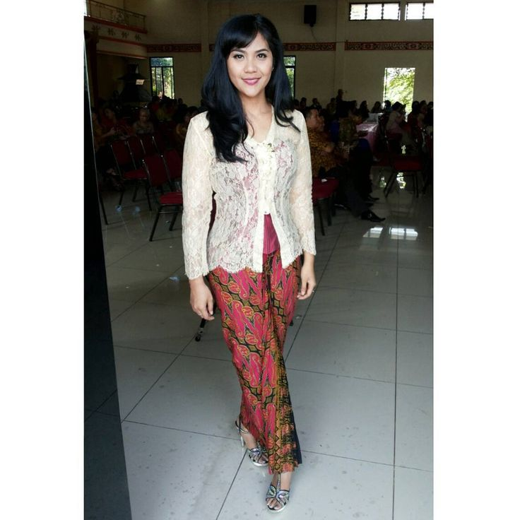 """Main sponsor for this outfit is My Fashionable Mom. It was her #kebaya when she was 16yo ❤"""
