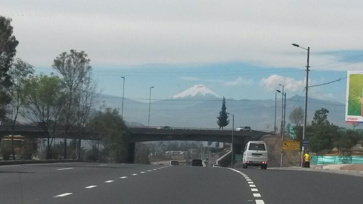 Sept 18-2014 / Se muestra el Cotopaxi en Quito