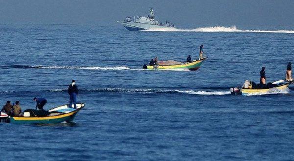 إسرائيل ت عيد توسيع مساحة الصيد 15 ميلا بدءا من صباح الغد شبكة الإخبارية الإعلامية Fishing Boats Naval Boat