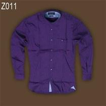 Áo sơ mi nam màu tím của hãng Zara có chất liệu vải 100% cotton, vải dày. áo dạng body trơn, có túi ở ngực trái, màu tím than.
