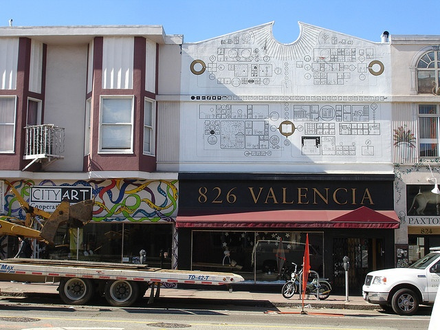 826 valencia chris ware mural by jezburrows via flickr