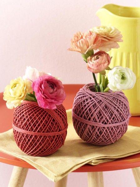 Diese Vasen können Sie in allen beliebigen Farben gestalten und so für jede Jahreszeit eine ntwerfen. Wir basteln die Modelle für den Frühling.
