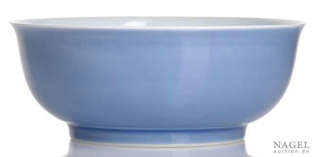 A rare sky-blue glazed bowl,China, underglaze-blue six-character mark Yongzheng and of the period.Photo Nagel Auktionen
