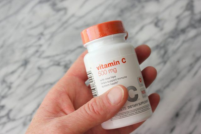 How to Dissolve Vitamin C Tablets For Use on Faces