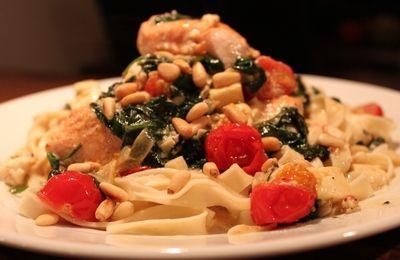Laks med kremet spinat, fetaost og dulcitatomater. (Hege'sKulinariskeFanatisme)