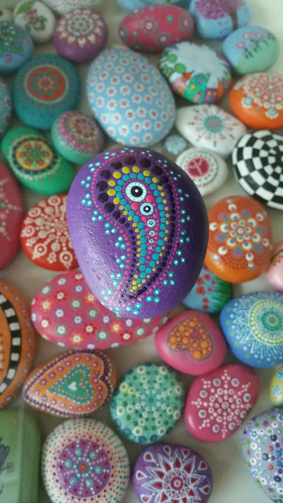 Painted stone   by glinsterling..pretty dot painted paisley design!
