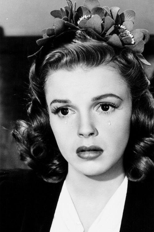 judygarlandgifs:  Judy Garland in Babes on Broadway (1941)
