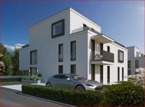 Dieser reizenden 2-Zimmer Wohnung im 1. OG gehören ein elegantes Wohnzimmer mit integrierter Wohnküche, ein nach Osten ausgerichtetes Schlafzimmer, ein zweiseitig begehbares Badezimmer sowie ein separater Abstellraum an. Ein gemütlicher Südbalkon lädt zu schönen Gesprächen oder Ruhestunden im Freien ein.RaumaufteilungVorraum: 4,2 m²Wohnen / Küche / Essen: 25,3 m²Schlafen: 16,2 m²Bad / WC:  5,4 m²Abstellraum:  2,0 m²Gesamt:    53,1 m²Balkon:   5,2 m²Kellerabteil: 5,3 m²HWB 27 / f GEE…