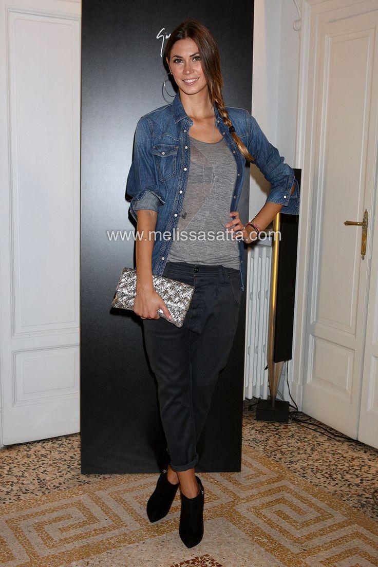 outfit camicia jeans scura donna - Cerca con Google